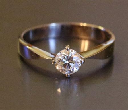 Где купить кольцо с бриллиантом?
